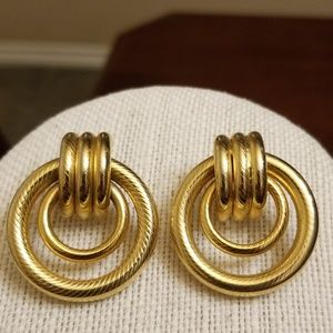 Vtg. Chic Earrings